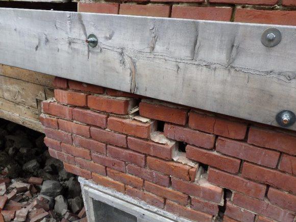 masonry, collapse of a brick wall